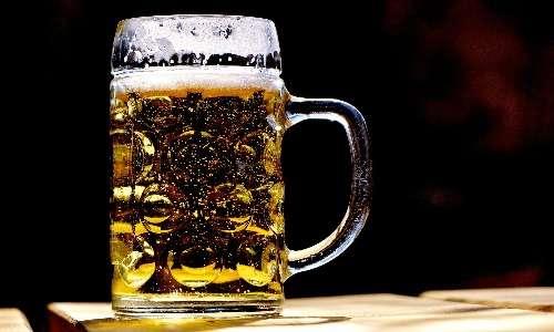 Un fattore che induce la secrezione di vasopressina è il consumo di alcol.