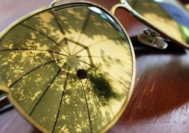 Le lenti Enchroma, se indossate, restituiscono la corretta visione dei colori a chi soffre di daltonismo.
