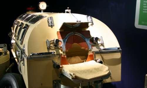 Un trattamento utilizzato per la fibrosi cistica può essere quello della ventilazione corazza bifasico (BCV), un moderno polmone di ferro.