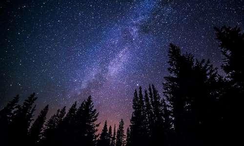 Cos'è una stella? Una stella è un corpo che brilla di luce propria e ha una particolare luminosità