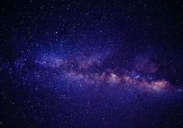 Cos'è una stella? Una stella è un corpo che brilla di luce propria.