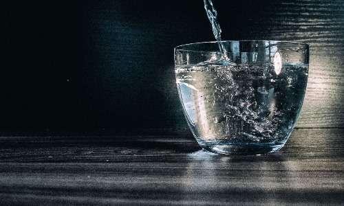 La secrezione della vasopressina aumenta in caso di disidratazione.