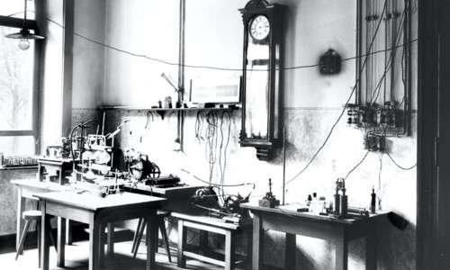 Laboratorio di rontgen e apparato dei raggi X