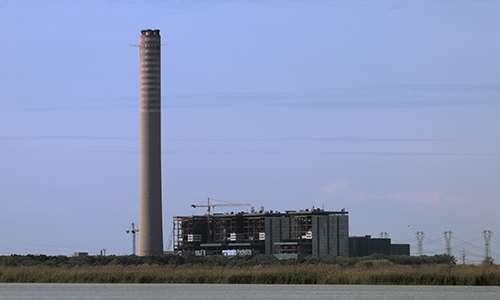La ciminiera sarà l'unico elemento della vecchia centrale che Delta Farm conserverà