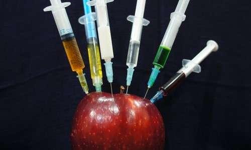 Nell'immagine mostrata le siringhe rappresentano, allegoricamente, differenti cure con cui trattare un potenziale paziente (la mela). Una di queste cure potrebbe essere il plasma attivato.