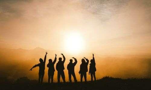 Non si è mai soli. Familiari, amici, fratelli ed ogni genere di persone che ci circonda potrebbe essere fondamentale per sconfiggere la metathesiofobia