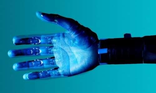 Mano robotica: utilizzando la robotica per la riabilitazione è stato dimostrato un significativo miglioramento della funzione motoria.