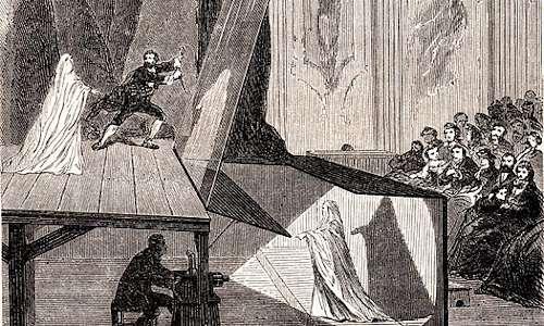 Ologramma persona sul palcoscenico in un teatro: il primo ologramma nella Storia