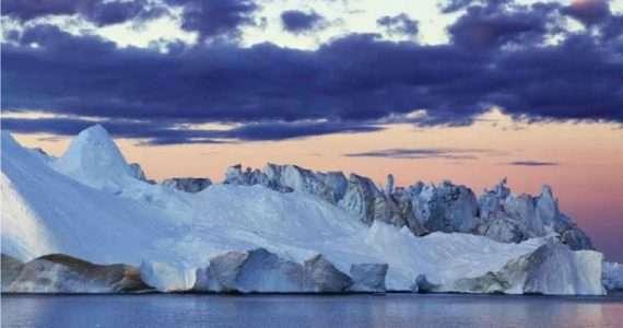 Quest'immagine raffigura una zona della calotta glaciale della Groenlandia