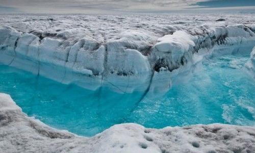 Quest'immagine mostra in quali condizioni si trova la calotta glaciale della Groenlandia a causa degli scioglimenti