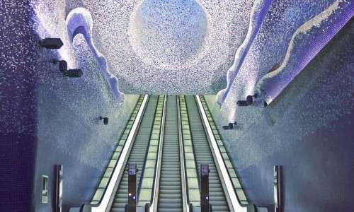 La stazione archeologica di Municipio rientra nel progetto delle stazioni dell'arte così come la stazione Toledo