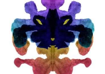 Il test di Rorschach utilizza macchie di inchiostro simmetriche per analizzare la personalità dei pazienti
