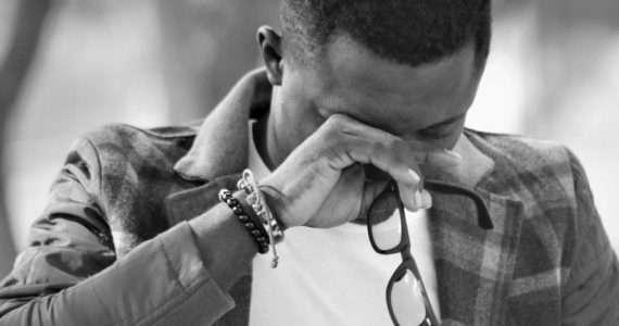 Cosa ci porta a piangere senza motivo? Vedremo cause e soluzioni