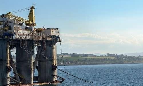 Le infrastrutture antropiche sono un grande fattore di stress per le specie marine, e spesso possono causare disastri ambientali, oltre a produrre sempre rumore subacqueo.