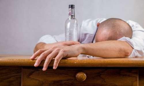 Non di rado il male di vivere è associato ad alcolismo