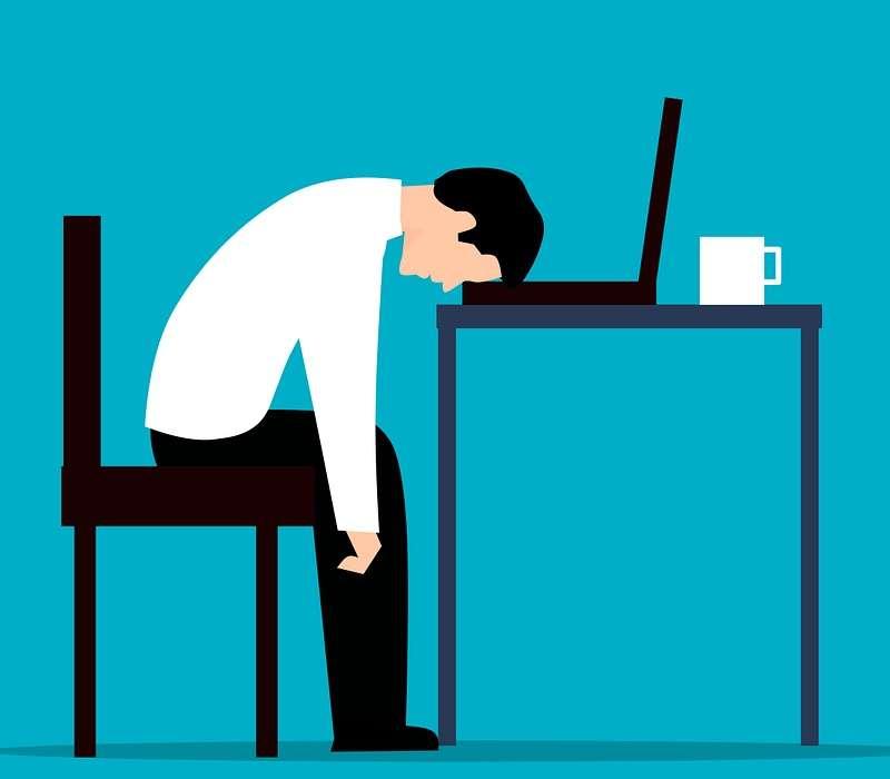 Non ho voglia di lavorare: i rischi possono essere il burnout e l'abbandono dell'organizzazione.