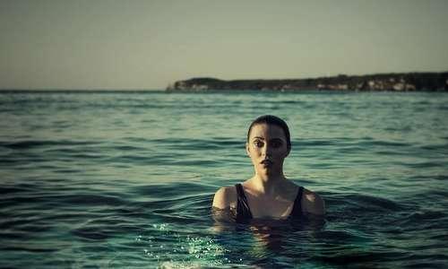 Ritrovarsi in acqua può significare non avere più il controllo di sé quando si soffre di talassofobia.
